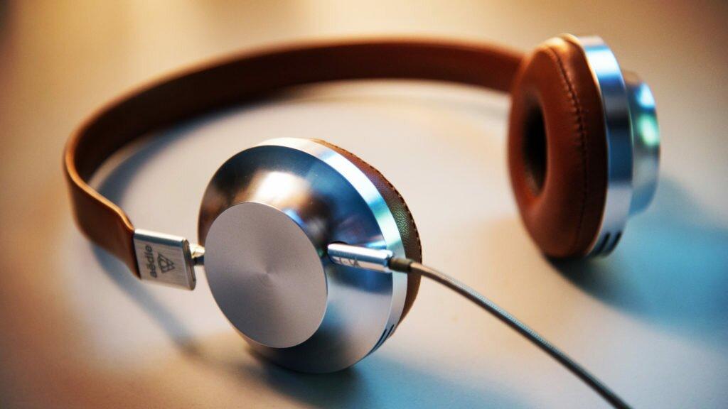 Аудиокнига - отличный способ мотивировать себя и победить лень.